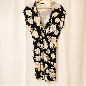 Simons V-neck Crossover Floral Dress with Pockets